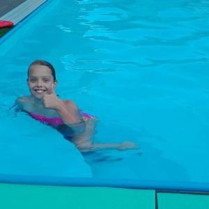 Sárka v bazéne